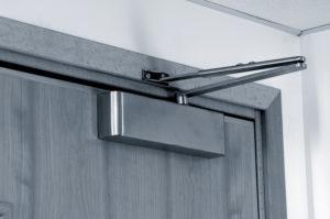 доводчики на металлическую дверь