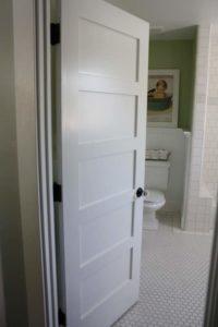 Металлопластиковые двери для ванной и туалета