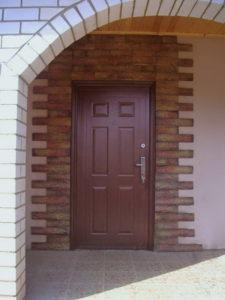 Чем обшить металлическую дверь снаружи