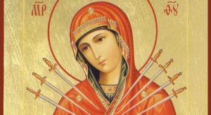Для дома обязательно нужно иметь иконы Спасителя и Богородицы, часто в качестве их используют венчальные