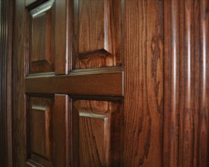 Характеристики дверей из массива ясеня