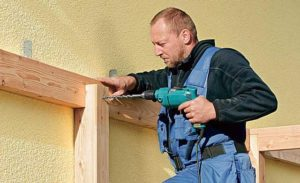 Как крепить дверь к деревянной обвязке в газобетоне