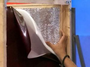 Как отделать входную дверь изнутри при помощи дерматина или кожи