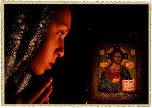 молить над иконой