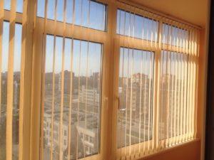 Оформление окна и проема балкона шторами