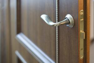 Преимущества дверей с притвором