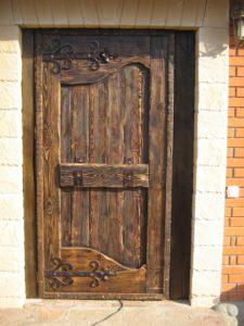 Входные деревянные двери под старину