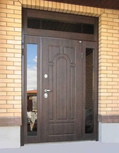 Входные двери с фрамугой