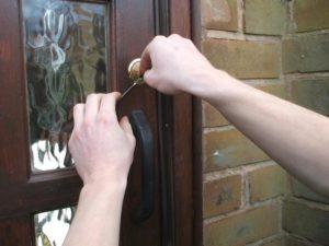 Замена неисправных элементов замка от входной двери