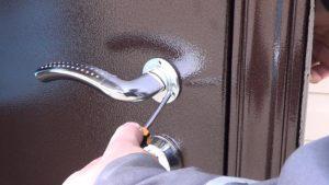 замены дверной ручки входной двери